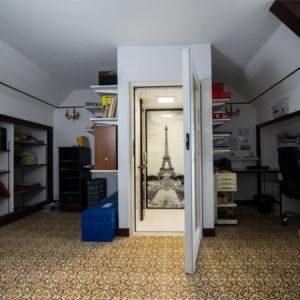 Ascenseur de maison aussi petite qu'une cabine de douche